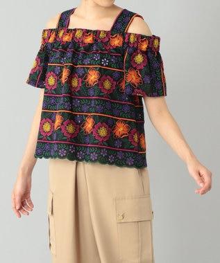 オフショルダー刺繍トップ